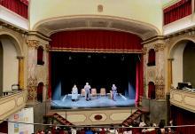 Tre classi a teatro.
